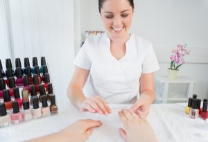 Manicure a domicílio: confira 7 passos para ter sucesso